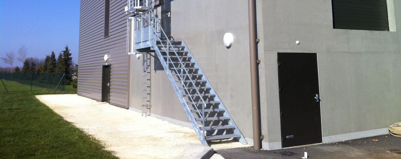 Terrasse Surélevée En Acier escalier – constructeur de bâtiments et structures